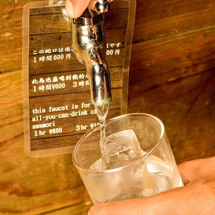 『蛇口』をひねると魅惑の美酒が!?