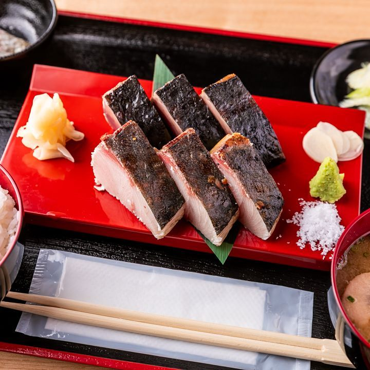 当店イチオシ!和の美味しさを詰め込んだ鰹と鰤の藁焼き定食