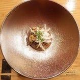 季節の逸品「大根とあん肝のステーキ」焼牡蠣のせ