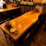 長テーブル席は8名様まで着席できます。少人数での飲み会や合コンなどの打ち上げにも◎