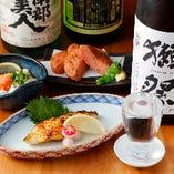 焼き魚や揚げ物などの逸品料理も豊富に取り揃えております