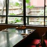 庭園を眺めながら落ち着きの空間でお食事をお愉しみ頂けます