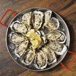 """ソルトモでは厳選した新鮮な北海道の""""活""""生牡蠣を三種類ご用意"""