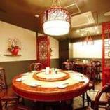 雰囲気たっぷりの円卓個室で、本場西安料理をお楽しみください