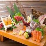 新鮮なお刺身、海鮮料理をご用意。日本酒などのお酒も豊富。