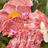 人気&名物メニューをバランスよく織り交ぜた2H飲み放題付「焼肉センターコース」。山形牛とホルモンの両方が楽しめるおすすめコースです
