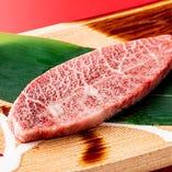 希少部位の「山形牛ミスジ」。赤身とサシのバランスが良く、くどさのない味が魅力です。脂の甘みと赤身の旨み、とろける食感がお楽しみいただけます