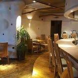 オシャレでカジュアルな雰囲気でお食事をお楽しみいただけます。