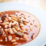 豆のスープもトルコ料理ならでは。シンプルでいて濃厚な味わい!
