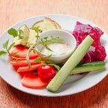 本日の新鮮野菜のディップ(390円)