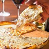 ピザはハーフサイズの用意アリ◎気になるものを少しずつぱくり!