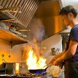 絶妙なタイミングで焼き上げるグリル料理もご用意しています