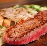 ジューシーな鉄板焼ステーキが味わえる!