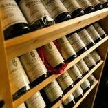 世界のワインを取り揃え。素材を生かしたお料理とどうぞ。