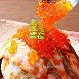 名物!大トロサーモンの炙り寿司はSNS映え◎
