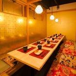 豪勢な内装の個室は、飲み会を盛り上げます。