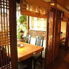 ●テーブル席●4名  韓国格子で仕切られた半個室