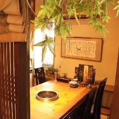 ●テーブル席●6名 韓国格子で仕切られた半個室
