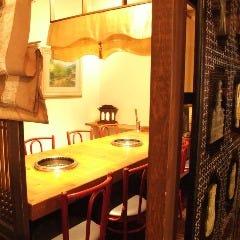 ●テーブル席●8名 韓国格子で仕切られた個室