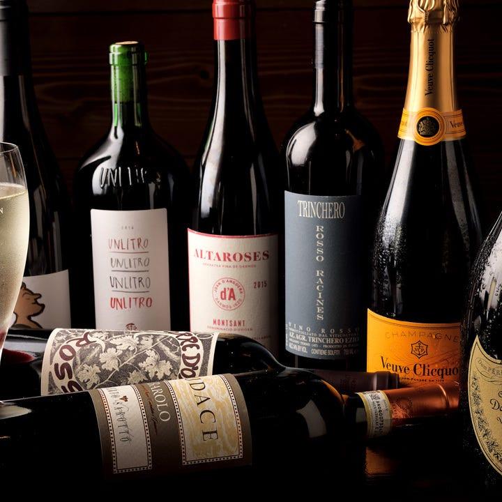 約30種のワインと約100種のカクテル