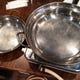 お皿やお箸は設置しております。 コンロや鍋の貸出も出来ます。