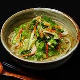 〈ランチ〉水菜と浅漬け野菜のうどん