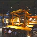屋台風カウンター席で、旬の魚・野菜と日本酒をお愉しみ頂けます!