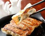 胡麻薫る♪自家製タレでより一層旨い名物餃子!