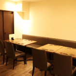 【テーブル席】落ち着いた雰囲気の店内は、ご接待にも最適。