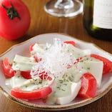 冷やしトマトと仙波豆腐のカプレーゼ風