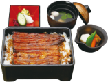 鰻の焼き方は浅蒸しの浜松風、活鰻ならではの美味しさを、明治より毎日つぎ足した秘伝のたれで、どうぞご堪能ください。