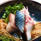 九州直送の新鮮食材を使用した炉端焼きや刺身を堪能できます♪
