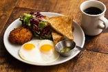 お好きな卵料理とハッシュドポテト