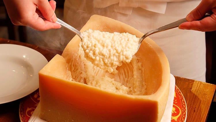 チーズの塊で仕上げるリゾットに舌鼓