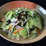 福建省特産の岩海苔を使用した『野菜たっぷりタンメン』