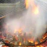 鶏油をかけ炭火のいぶし焼き!