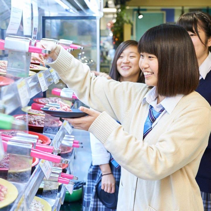 焼肉・寿司・惣菜等選ぶ楽しさもあります!