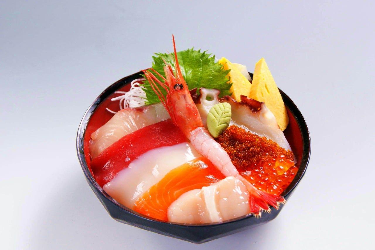 【食べて感動】新鮮海鮮丼!