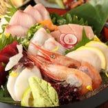旬の魚を堪能できる、お刺身と創作料理のお店です。