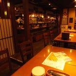 木目が優しい雰囲気のテーブル席(2~18名様)
