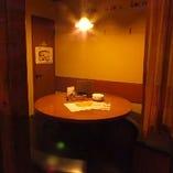 店内には半個室が3つあり、女子会などに人気です。