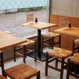 【テーブル席】カップルやご家族連れなど少人数の集まりに最適な寛ぎ空間|2~26名様