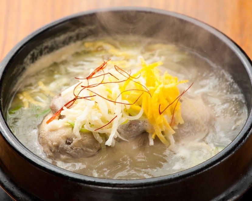 美容に良いコラーゲンがたっぷりな 半参鶏湯♪ぜひご賞味ください!