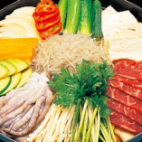 ブルナック鍋(2~3人前)4,000円(ブツコギ、タコ、春雨、豆腐、野菜入り)