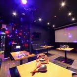 【20名様まで/2階パーティールーム】 キラキラ光るミラーボール・大型スクリーン完備☆