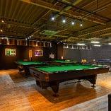 【2階/ビリヤードスペース】 ビリヤードテーブル3台を完備!お洒落に遊べる空間です