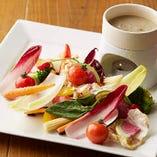 自家製アンチョビソースで楽しむ「季節野菜のバーニャカウダ」