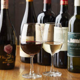 店内ワインセラーには、選りすぐりの赤白ワイン各3種類をはじめ、乾杯にぴったりなスパークリングもございます