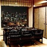 座椅子完備のお座敷個室からは 大阪の夜景を一望。