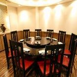 完全個室の円卓も人気です。ご予約はお早めに。